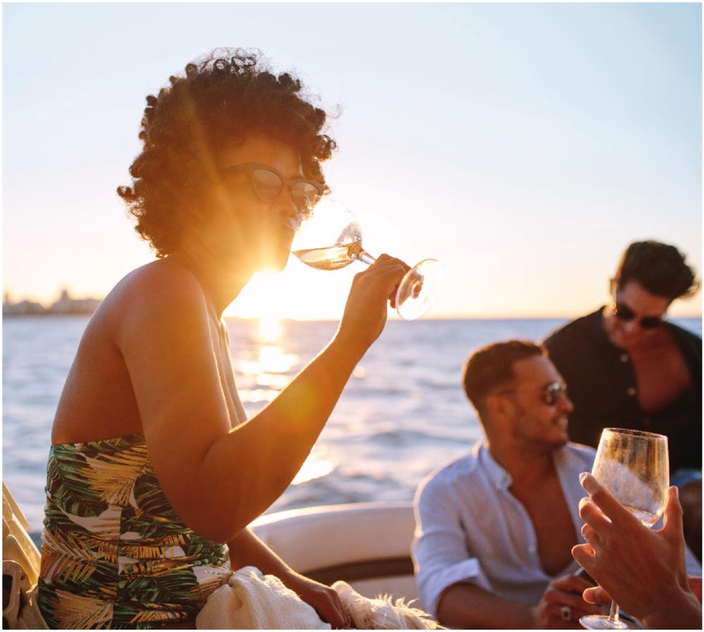Am Meer Strandweine genießen mit Freunden